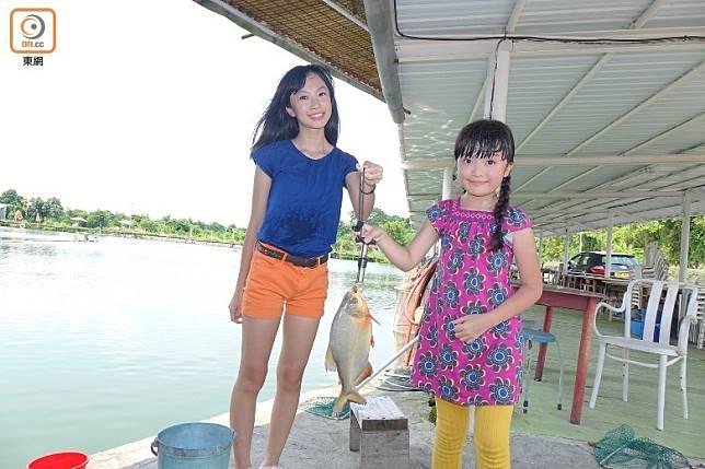此釣魚場魚量充足,輕易便有魚獲。(胡振文攝)