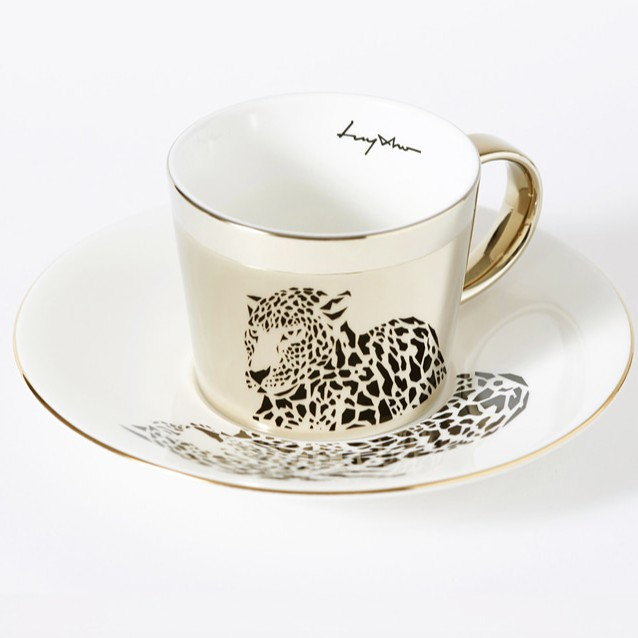 """原理是種扭曲投影技術,稱為""""Anamorephosis"""",自15世紀以來一直被應用。李奧納多·達文西也在他的作品中運用了這種技巧。從那時起,這一原理經常被引入到各種商品中。[商品細節]杯子及茶托上的顏"""