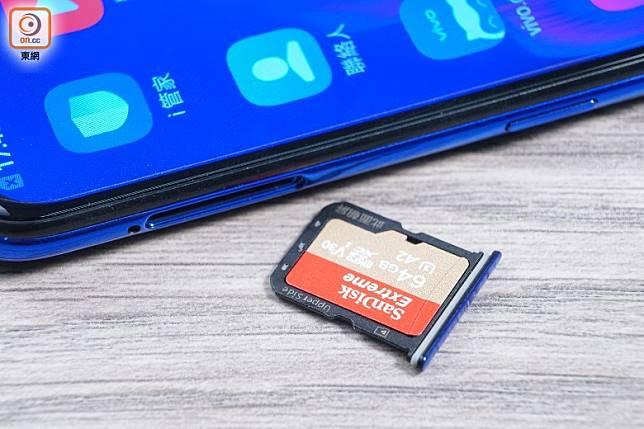 特設microSD獨立插槽,毋須跟SIM卡同用一個槽。(莫文俊攝)