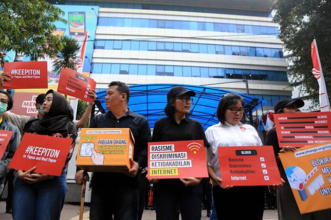 Activist participate in a rally in front of the Ministriy of communication and Infromation in central Jakarta, Friday, August 23, 2019. They asked the govenrment to lift the blockade on internet access in Papua.