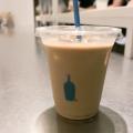 アイスカフェラテ - 実際訪問したユーザーが直接撮影して投稿した新宿カフェブルーボトルコーヒー 新宿カフェ店の写真のメニュー情報