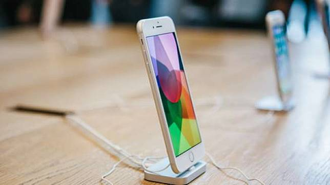 Ponsel pintar iPhone 8. [Shutterstock]