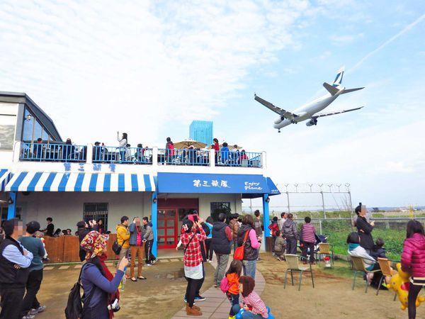 【桃園餐廳】第三航廈咖啡店-坐著喝咖啡也能看到飛機