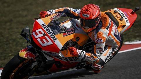 Marc Marquez cedera punggung usai kecelakaan di MotoGP Spanyol. (AFP/PATRICIA DE MELO MOREIRA)