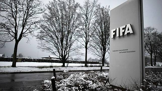 Instagram FIFA Diserang Netizen Indonesia Usai Ezra Walian Dilarang Bela Timnas U-23