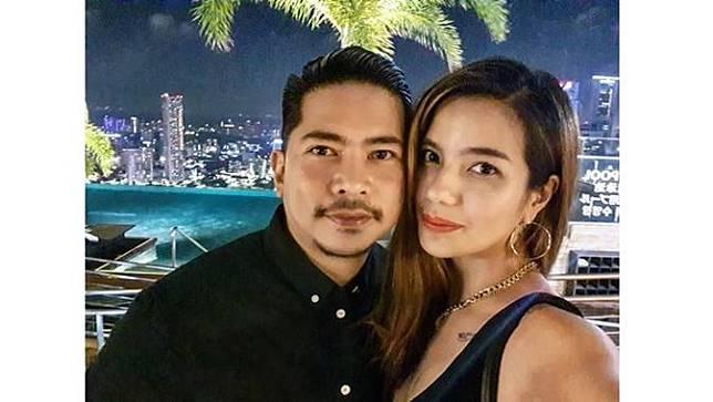 Meski hubungannya terbilang baru, Dimas Akira mantap melamar Sheila Marcia pada 24 Desember 2019.