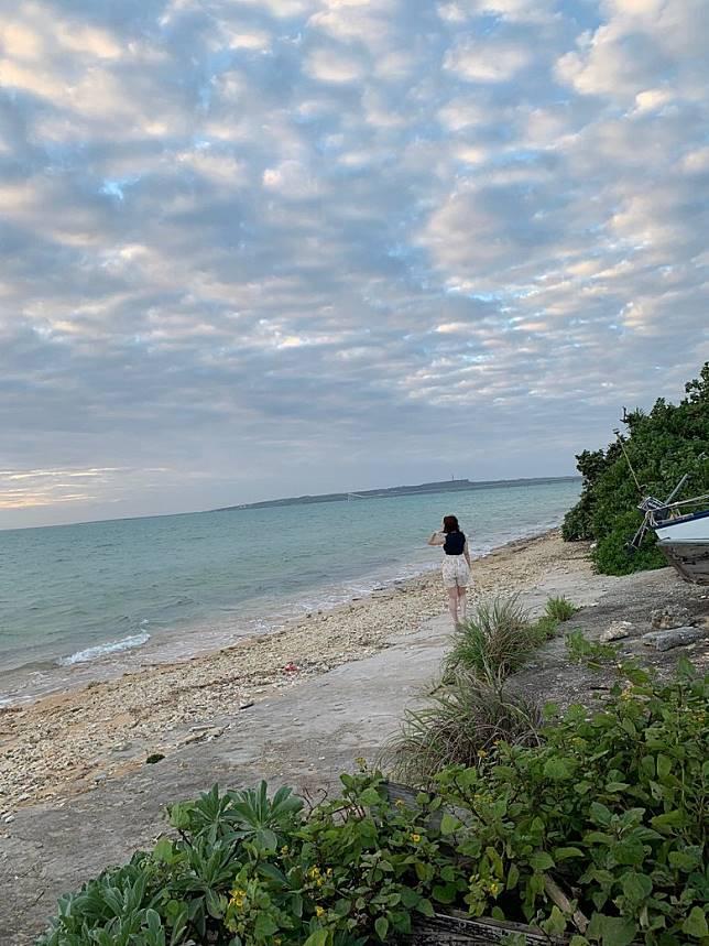 伊藤舞雪去到沖繩取景拍寫真,以自然美麗嘅景觀以及絕品胴體炮製出令人陶醉嘅誘人寫真。(互聯網)