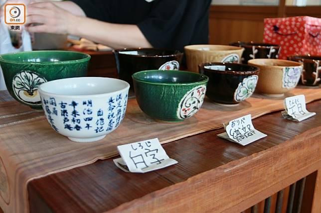 餐廳的手製陶碗都可買走,款式還相當多。(劉達衡攝)