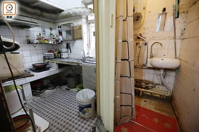 籠屋衞生條件有限,多達二十人共用一個廚房及廁所。(袁志豪攝)