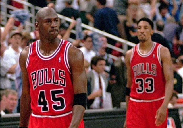 公牛傳奇Michael Jordan曾改穿45號球衣。(圖/美聯社/達志影像)