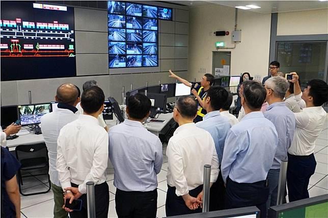 採用全自動無人駕駛系統,透過營運控制中心監控和調度整個系統的運作,包括靈活調整班次及每班列車固定安全運行等。(互聯網)