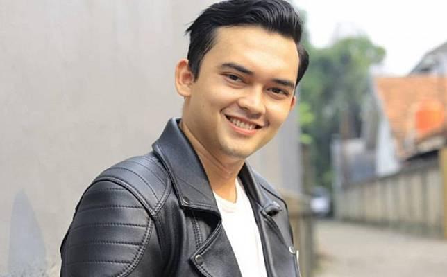 Ikbal Fauzi Pemeran Rendy Di Ikatan Cinta Bongkar Isi Kamar Berantakan Banget Mohon Dimaklumi Inews Id Line Today