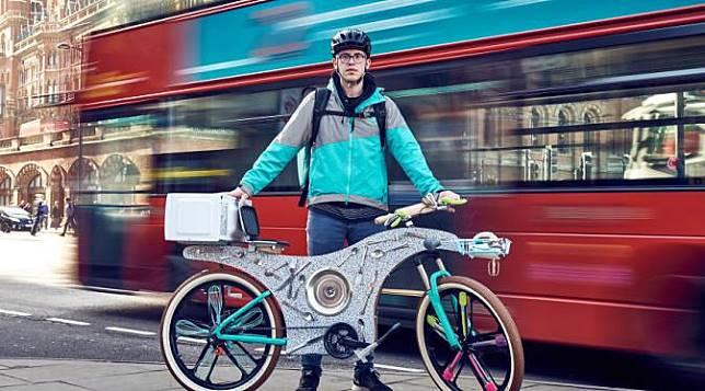 [Bintang] Gokil! Sepeda Ini Dibuat dari 74 Peralatan Dapur di Rumah!