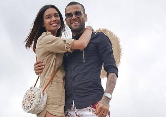 Dani Alves dan istrinya, Joana Sanz.  (instagram/@danialves)