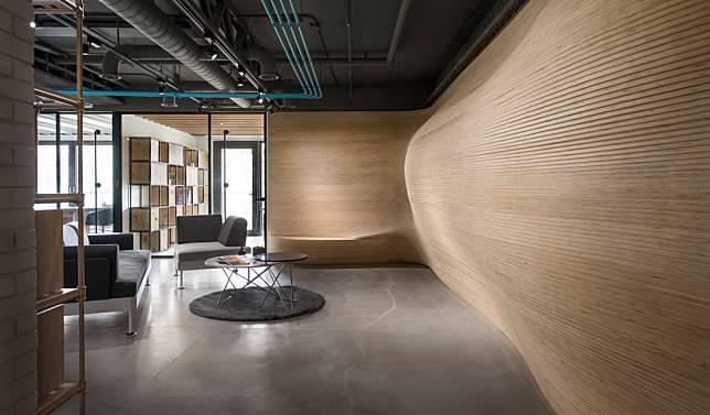 10. 坐椅與曲形牆
