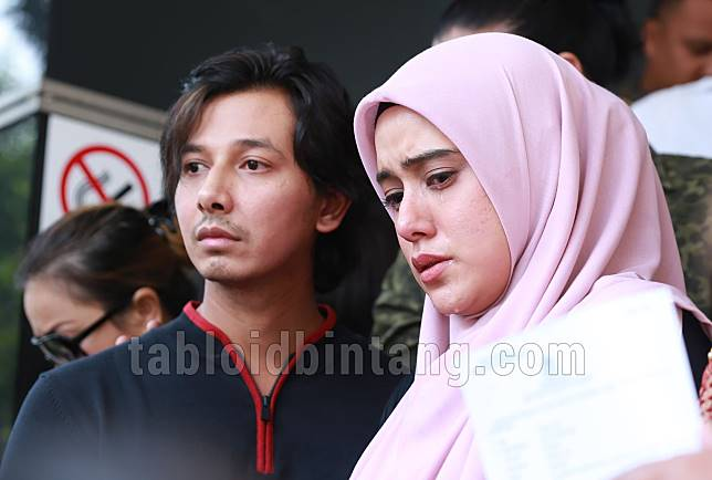 Bagikan Ulang Postingan Kakaknya, Fairuz A Rafiq Tegaskan Tak akan Cabut Laporan