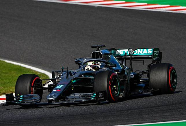 Meski hanya finis ketiga di F1 Jepang, Lewis Hamilton masih kokoh dan semakin dekat dengan gelar juara dunia