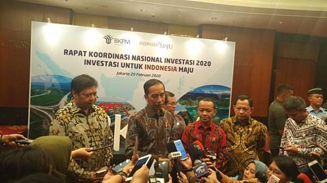 Presiden Jokowi usai mengikuti Rapat Koordinasi Nasional Investasi 2020 di Ballrom Ritz Charlton, Jakarta pada Kamis (20/2/2020). [Suara.com/M Fadil]