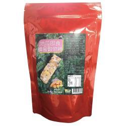 ◎◎地瓜被公認全世界最完美食物.再加入穀類商品和台灣蜂蜜調味.即食.養身.美味|◎◎可當零食.早餐.下午茶點心|◎◎個別包裝.攜帶方便.主商品:地瓜即食蜂蜜穀物棒50公克*15袋淨重:50公克成分:地瓜、大麥脆片(大麥、二砂糖、異麥芽寡糖、麥芽萃取物、糖蜜、鹽(氯化鈉)、焦磷酸鈉、異抗壞血酸鈉(抗氧化劑))、小麥脆片(小麥、二砂糖、麥芽萃取物、異麥芽寡糖、鹽、脂肪酸甘油脂、檸檬酸、焦磷酸鈉)、大燕麥脆片(燕麥、異麥芽寡糖、麥芽萃取物、芥花油、糖蜜、脂肪酸甘油脂(乳化劑)、異抗壞血酸鈉(抗氧化劑)、檸檬酸)、玉米脆片(玉米、二砂糖、鹽、麥芽萃取物、脂肪酸甘油脂、混合濃縮生育醇(抗氧化劑)、焦磷酸鈉、檸檬酸)、糖、糙米、紫米、蜂蜜保存期限:10個月保存方式:避免高溫環境及陽光直射,開封後儘早食用,以免影響風味。產地:臺灣