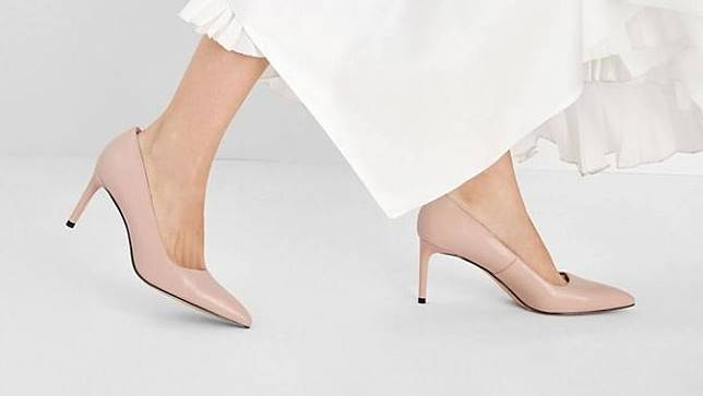 Sepatu court nude