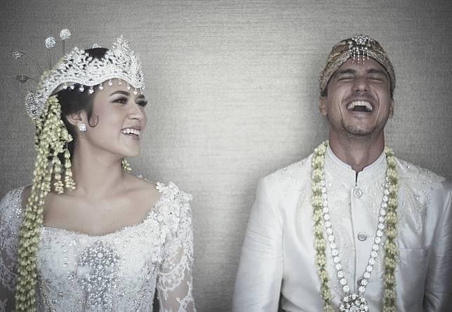 10 Pernikahan Artis Dengan Adat Sunda Auranya Bak Putri