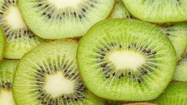 水果界神仙「奇異果」能減肥、提升免疫力,帶皮吃更能OO!營養師:飯後「這個」時間吃最有效~