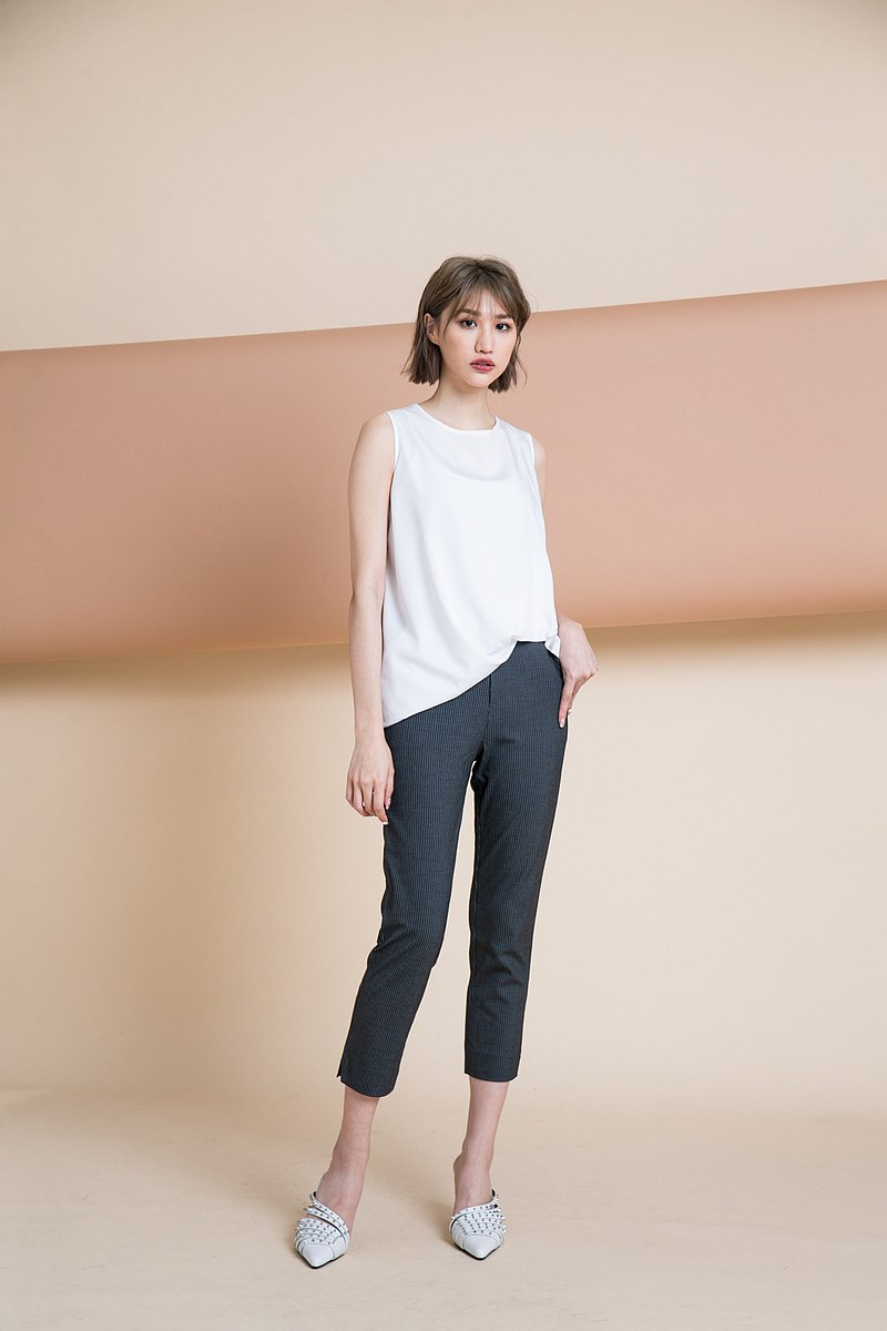◆ 簡約設計 輕鬆穿搭下著 ◆ 下擺微傘狀版型 可修飾身形
