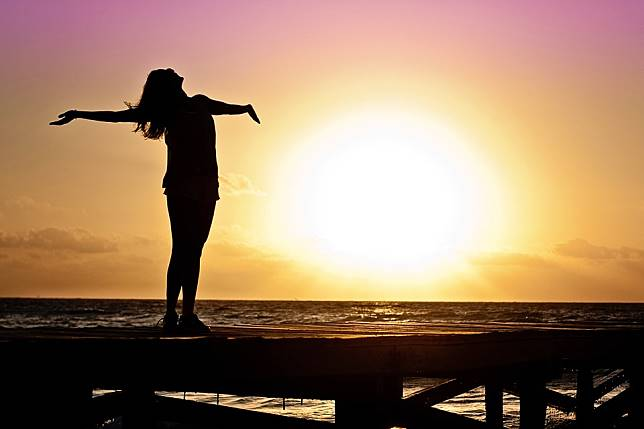 Mengapa Waktu Terasa Cepat Berlalu saat Kita Merasa Bahagia?