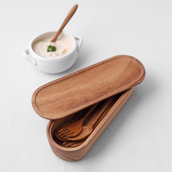天然原始的原木器皿,看更多CHABATREE系列產品,請點 #PAW_CHABATREE- 天然原始的木製器皿- 頂級的木料工藝技術- 質地溫潤,觸感極佳- 優美耐用相思木材製成-【餐具儲存盒系列】C