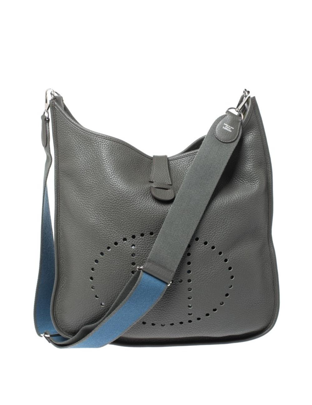 愛馬仕(Hermes)是一個提供具有藝術和創造力的設計的品牌,而這伊芙琳(Evelyne)只是另一個證明。這件作品是經典款,以皮革製成,散發出迷人的灰色,並配有可調節的肩帶。袋子足夠寬敞,可以容納您的