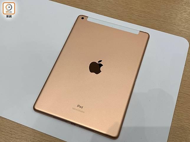 機背設800萬像素鏡頭及鏡頭Apple商標。(陳志滔攝)