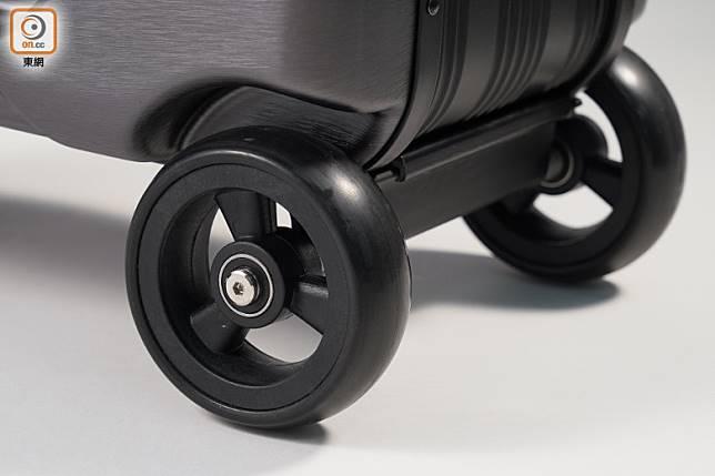 3輪設計,實心輪耐磨防穿,石屎路都刮唔花。(張群生攝)