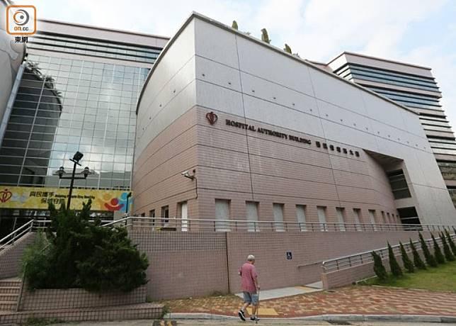 醫管局急症科統籌委員會候任主席否認曾就12日的衝突,向警方提供病人資料。