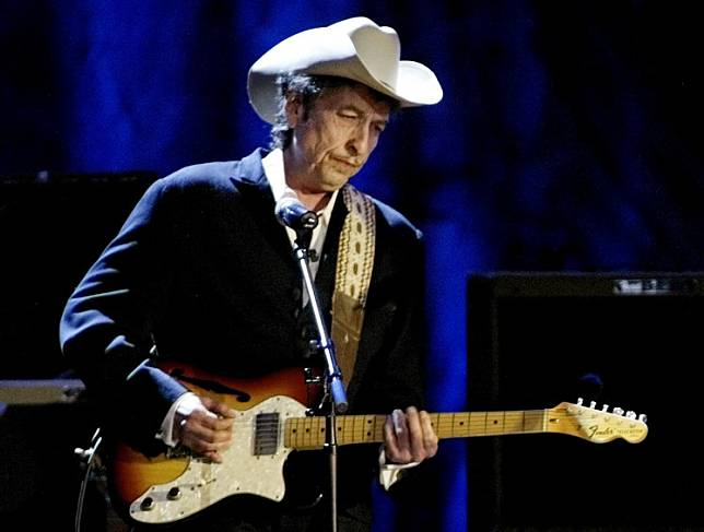 Rock musician Bob Dylan performs at the Wiltern Theatre in Los Angeles, United States, on May 5, 2004.