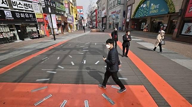 Kota Daegu dan Cheongdo kosong karena virus Corona Covid-19. (AFP/Jung Yeon Je)