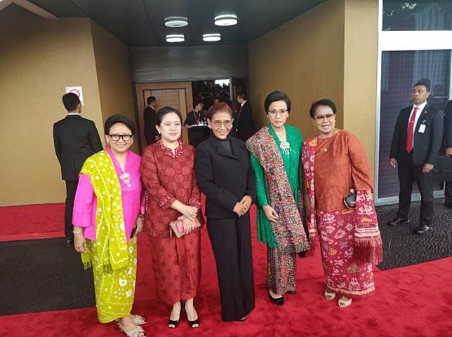 A picture posted to Twitter by Maritime Affairs and Fisheries Minister Susi Pudjiastuti (center) shows (from left) Foreign Minister Retno LP Marsudi, Coordinating Human Development and Culture Minister Puan Maharani, Finance Minister Sri Mulyani Indrawati and Women's Empowerment and Child Protection Minister Yohana Susana Yembise on the sidelines of People's Consultative Assembly's (MPR) annual plenary meeting on Friday.