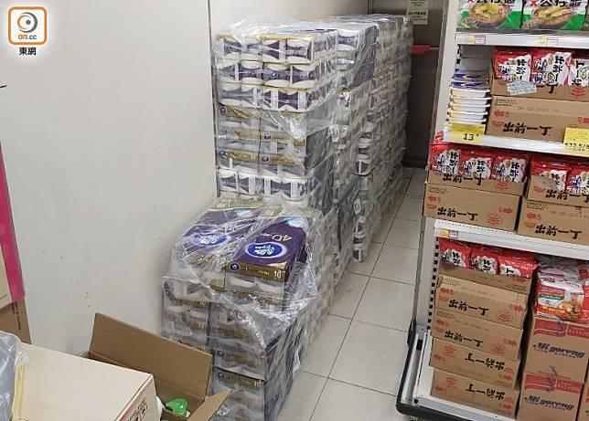 超市內仍有廁紙存貨。(張開裕攝)