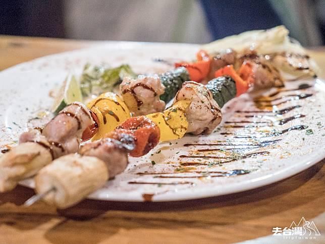 窯烤雞肉串 NT$200 /HK$50