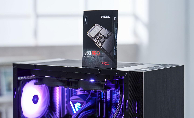 本次的主角 Samsung 980 PRO,它也是三星推出的首款消費級 PCIe Gen4 規格的 M.2 SSD。