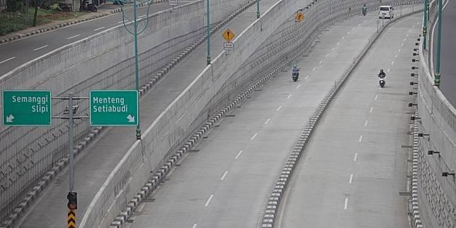 DKI Kaji Larangan Kendaraan Pribadi Melintas jika Lockdown Diterapkan