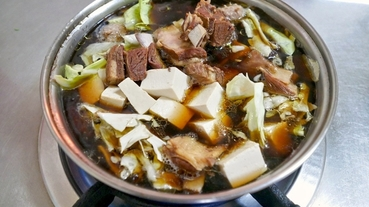 台東知本美食 黑松羊肉爐~知本溫泉餐廳推薦,溫暖羊肉爐配大盤羊肉炒麵