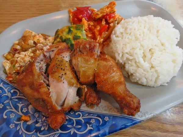 【桃園美食】潔園小吃-香酥內多汁的酥炸雞腿飯