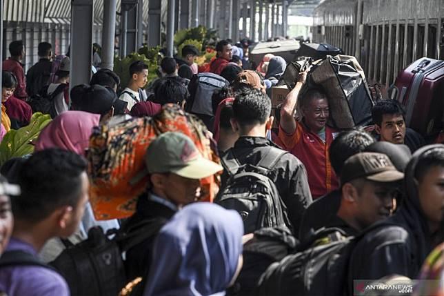 Antisipasi kepadatan pemudik, Daop Surabaya tambah kereta