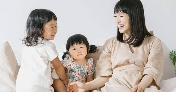 Marie Kondo ยอมรับว่าวิธีจัดบ้านของเธอไม่เหมาะกับคนมีลูกเล็ก