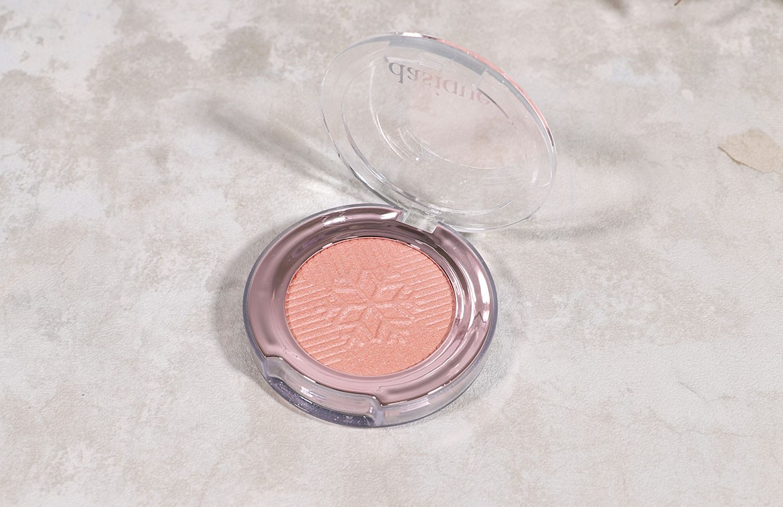 dasique Highlighter #02 Pink Aurora の置き画像