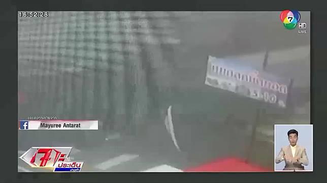 ชนสนั่น!! แห่แชร์คลิปรถเก๋งซิ่งชนร้านค้าพังยับกลางดึก ชิ่งหลบหนี