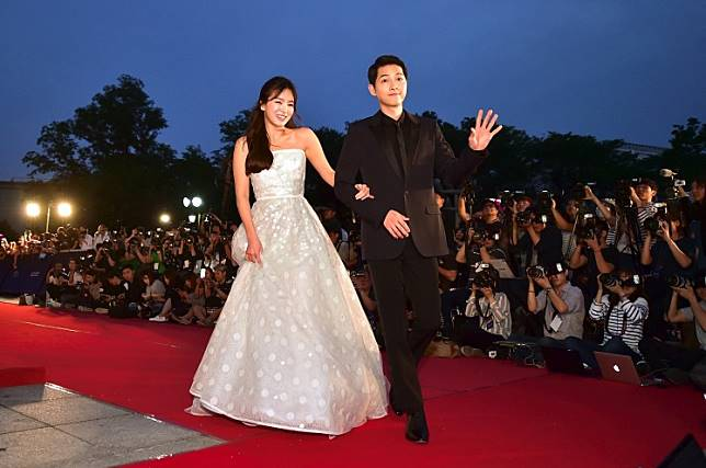South Korean actor Song Song Joong-Ki (R) and actress Song Hye-Kyo walk on the red carpet of the 52nd annual BaekSang Art Awards in Seoul on June 3, 2016.