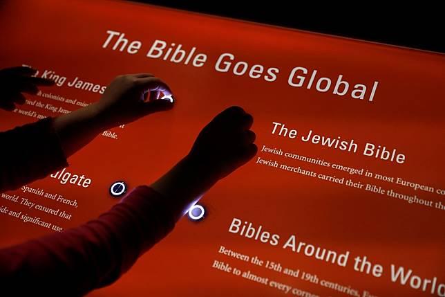 60c41a360ac5 中國官方擬出黨版《聖經》 大型購物網站禁售「違規印刷品」