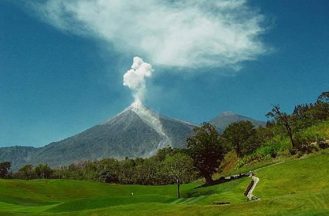 6 Wisata Alam yang Terbentuk dari Letusan Gunung