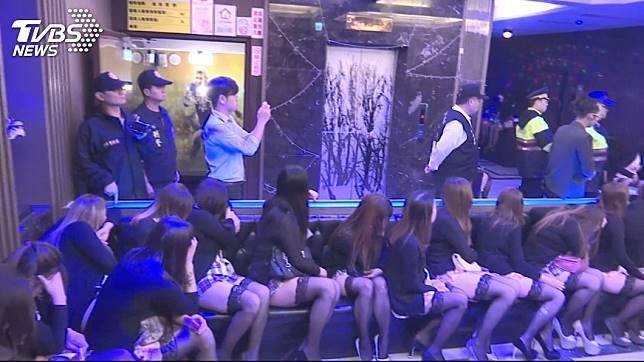 台語歌手開酒店雇用未成年少女陪酒坐檯,遭到警方查獲。(示意圖/TVBS)